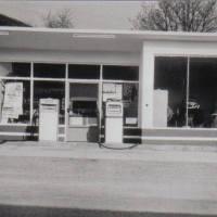 1962 Zubau Tankstellenshop mit neuen Zapfsäulen